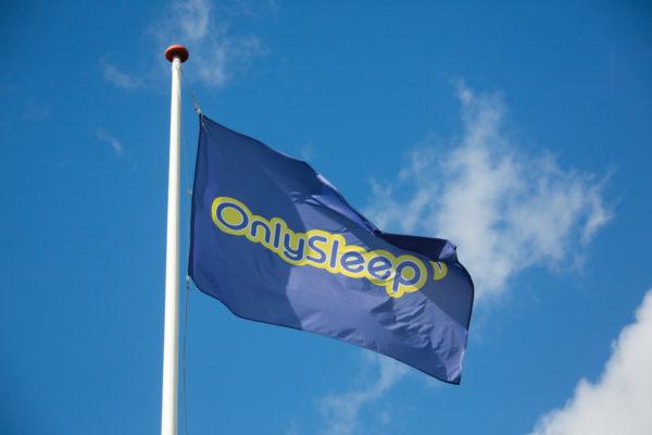 Hotel Only Sleep flag, himmel