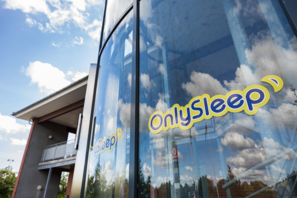 Hotel Only Sleep Facade, himmel og altan